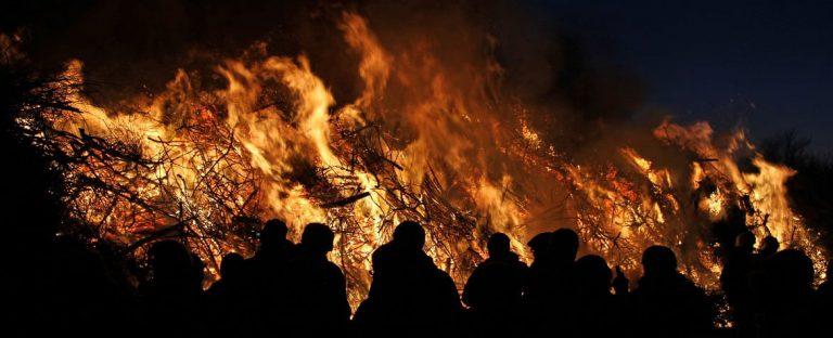 Biikebrennen – Dat Füer schall brennen