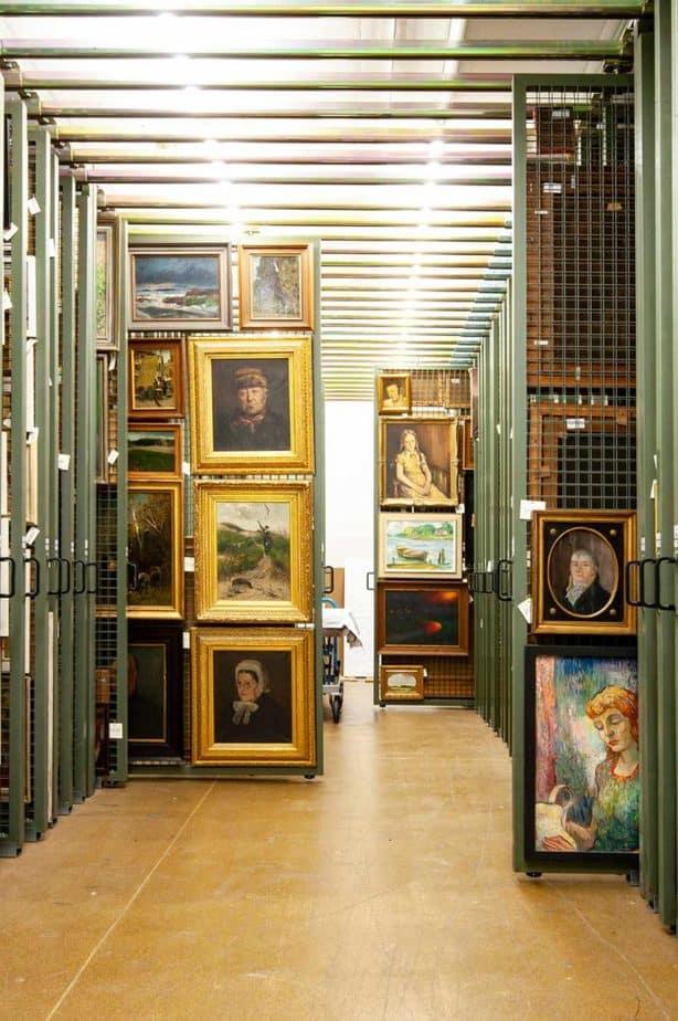Wem gehört die Kunst? Blick ins Depot des Museumsbergs Flensburg