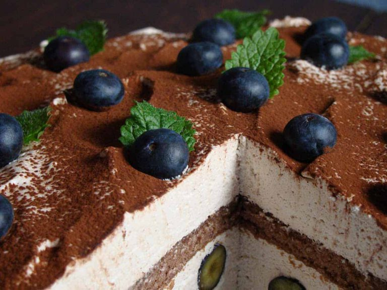 Tiramisu-Torte mit Blaubeeren